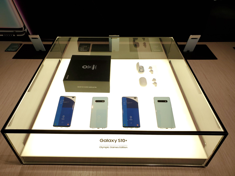 Galaxy Harajuku でdocomo版 Galaxy S10+ Olympic Games Edition(SC-05L)の展示が開始